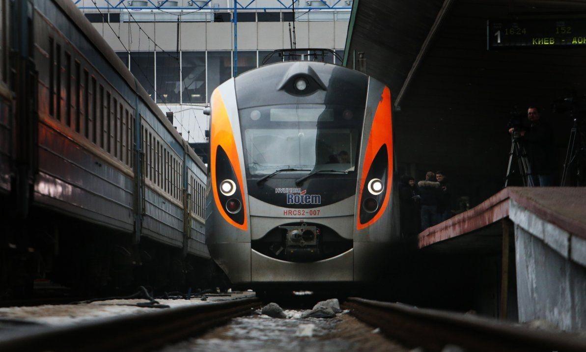 Потяги, які нас перевозять : декілька цікавих цифр